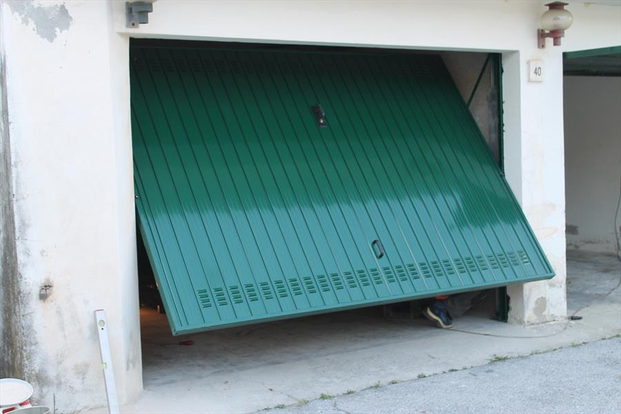 Porte basculanti per garage  Bertuzzi