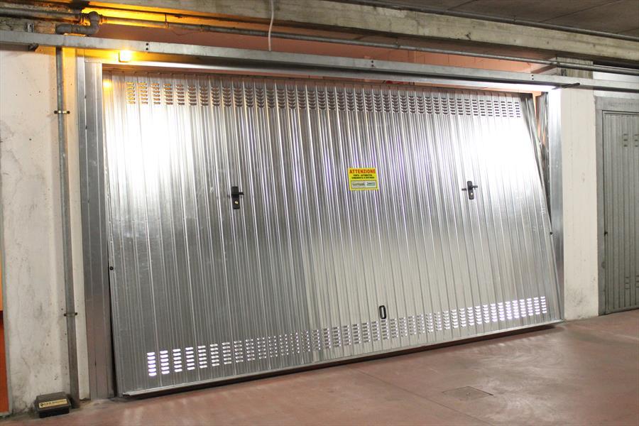 Porte basculanti per garage bertuzzi for Sandrini serrande